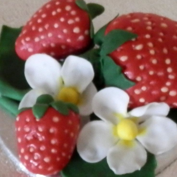 English Strawberries with Flowers