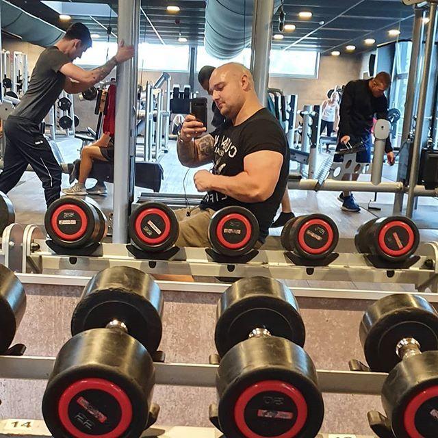 Kommt Langsam Wieder Gym Mcfit Fitness 107kg Weekend Kommt Langsam Wieder Gym Mcfit Fitness 107kg W In Ear Headphones Beats Headphones Over Ear Headphones