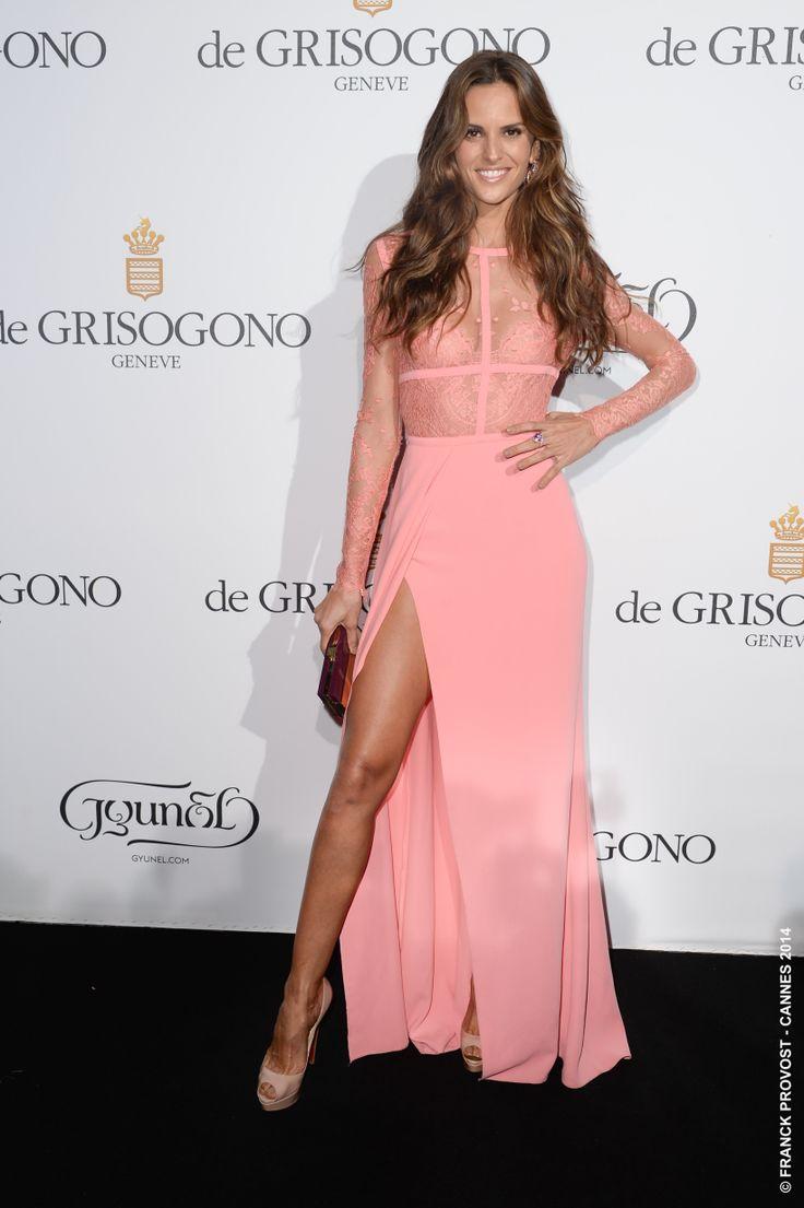 Le top Izabel Goulart avec sa ravissante robe échancrée et sa chevelure Wavy ! #Festival #Cannes #Croisette #Hair #FranckProvost #Glamour #Cannes2014 #FPCannes2014