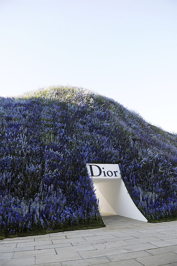 Dior Spring/Summer 2016 show at Paris Fashion Week // Gorgeous man-made dome of 40,000 Delphiniums