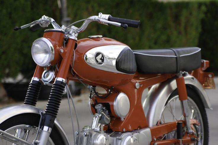"""Honda S90 """"Unibody"""" motorbike"""