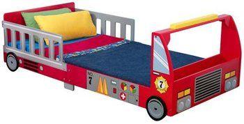 Votre enfant adore les pompiers ? KidKraft propose un lit enfant en forme de camion de pompier qui devrait lui plaire à coup sûr !