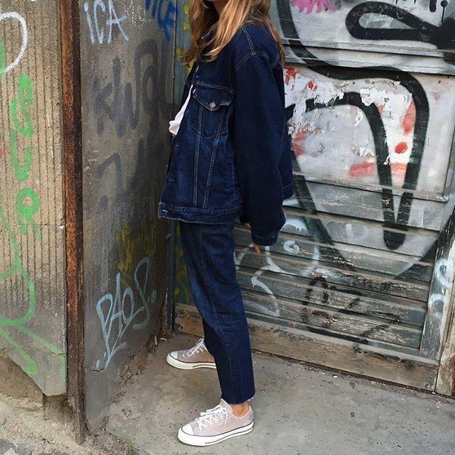 Ladies in streetwear: Veneda Anastasia Budny covered in denim