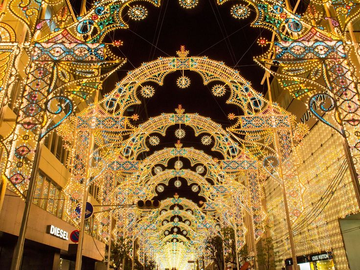 As the holidays approach, cities around the world stage extravagant, spectacular Christmas light displays. Here are seven of our favorite places to see holiday lights.