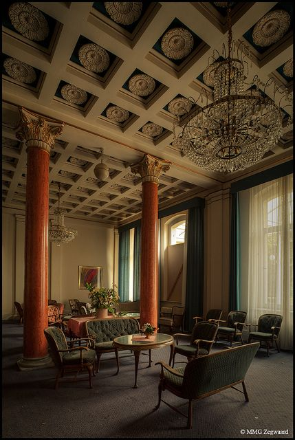 162 best abandoned hotels images on pinterest abandoned for Floor zegwaard