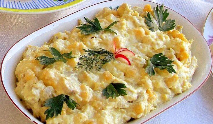 Ova salata može da vam posluži i kao večera ili obrok u toku dana. Moja deca je jedu sa hlebom, njima je ovo odlična kombinacija. Sastojci : 1 pileće belo meso, 3 kašike konzerviranog kukuruza, ili kukuruz šećerac 2 krompira, mala tegla od šampinjona ili 200gr svežih 20