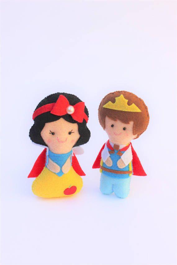 Muñecos de fieltro: Princesa Blancanieves y príncipe regalo