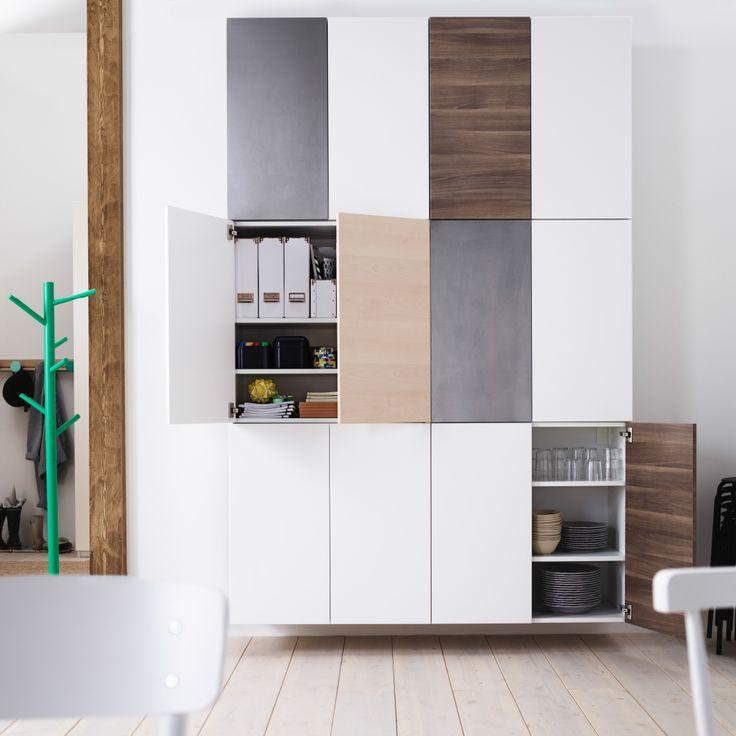 Pared con armarios de cocina de IKEA con doble puerta (ancho de dos módulos y altura de tres).