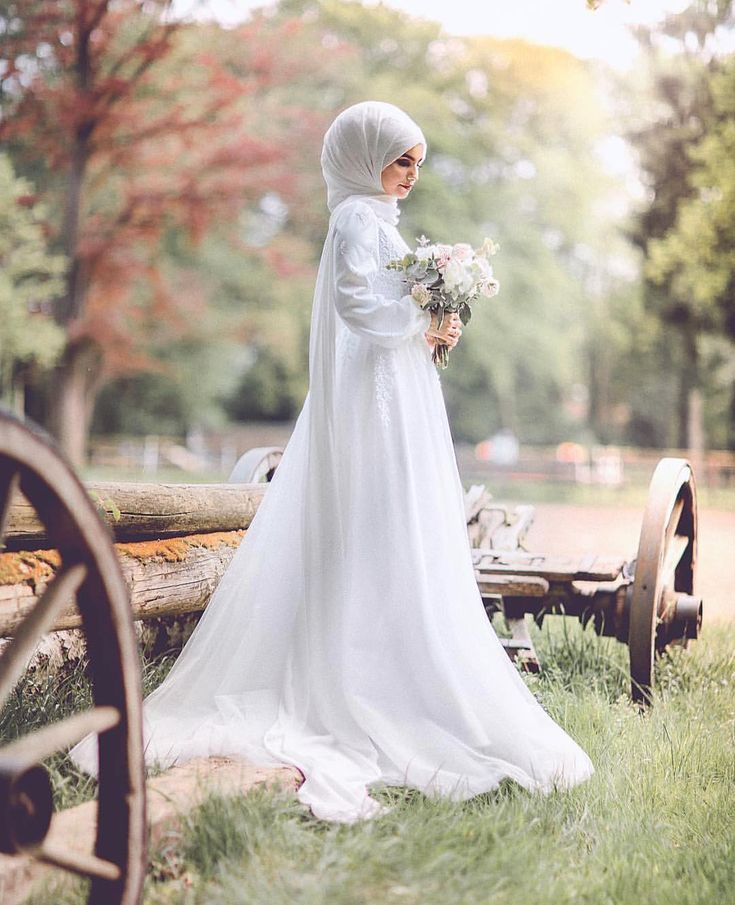 Another pic of the beautiful @yaseminkaradagphotography in her civil wedding dress ��. ________________________________________#fotoshooting #hautecouture #houtecouturedress #tailor #weddingdress #wedding #weddingdress #love #hijab #hijabfashion #hijabdresses #civilwedding #beautiful #like #flowerd #bouquet http://gelinshop.com/ipost/1521142566183275471/?code=BUcLxrGFIvP