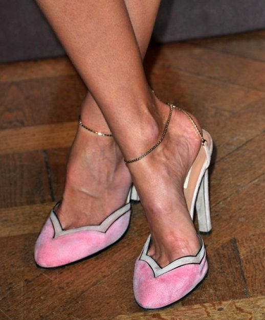 .: Fashion Shoes, Pretty In Pink, Shoes Fashion, Chains, Pink Heels, Girls Fashion, Pink Shoes, Girls Shoes, Ankle Straps