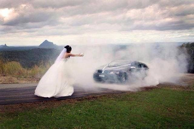Wedding car Burnouts skids