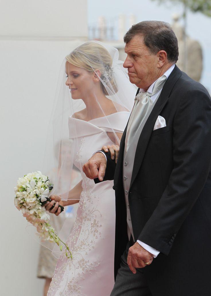 Charlene Wittstock und Prinz Albert haben geheiratet! Seht das wunderschöne Brautkleid von allen Seiten