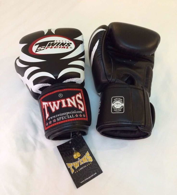 TWINS Tattoo Black Twins Special Premium Leather  Made in Thailand  Size & Price: -   8oz: IDR 800,000.00 - 10oz: IDR 850,000.00 - 12oz: IDR 900,000.00 - 14oz: IDR 950,000.00  Contact: BOXAH Email: info@boxah.com Web: www.boxah.com Instagram: Boxahid Whatsapp: +6281295058111 BBM: 2B0D591A
