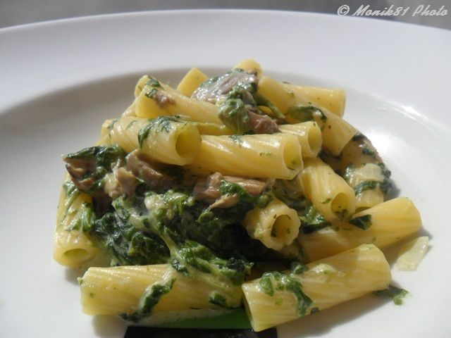 Tortiglioni cremosi con spinaci e pleurotus http://blog.giallozafferano.it/bionutrichef/tortiglioni-cremosi-spinaci-pleurotus/