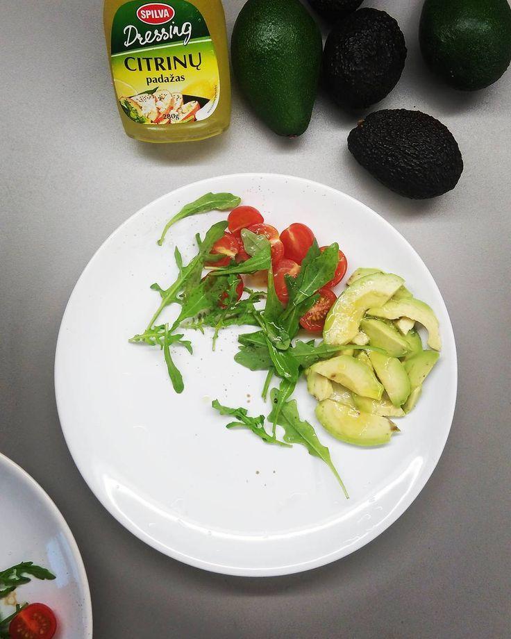 Вот так скатаешься в Вильнюс а там авокадо на любой вкус спелый и чуть ли не даром... Очень прикольный лимонный соус для салатов закусок сэндвичей попробуйте если увидите... #люблюавокадо  #зелень #салат #food #foodporn #мояеда #моядиета  #salad #avocado #vilnius  #lovefood  #lovevilnius  #вильнюс by annabelaruskaya