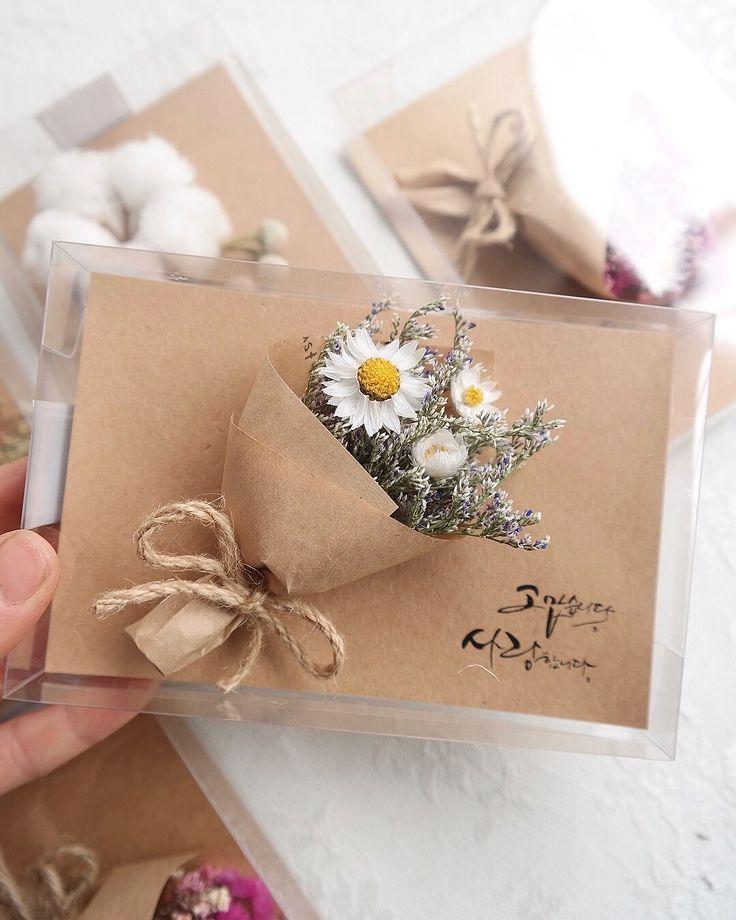 #Hochzeitsgeschenk-# Sie können eine Postkarte mit trockenen Blumen in einem Ge…
