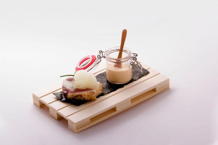 Tataki de bonito fresco con crema de puerro y granizado de limón Local: Restaurante O Feital Concurso de Tapas Picadillo 2015. A Coruña