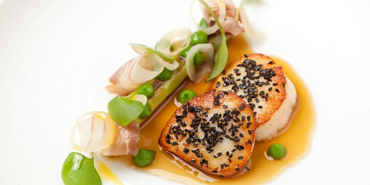 David Everitt-Matthias' scallop recipe may be a challenge, but the result is truly devastating: succulent scallops, crystal clear broth, cured pork jowl and smoky leeks