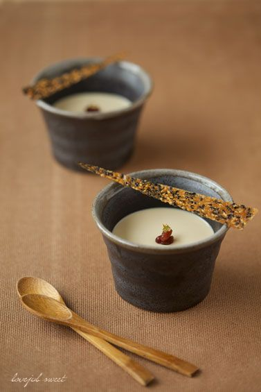Blanc manger au thé noir - 洋風なのか和風なのか・・な抹茶タルトです。(笑) 制作途中で 『あらっ、結構可愛いかも (^-^)』 と、パチパチ。 デコレーショ...