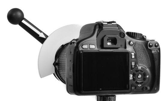 Oggi vi segnalo un altro gadget interessante... Si chiama Focus Shifter e in sostanza si tratta di un supporto da installare sugli obiettivi delle fotocamere reflex e che può risultare utile quando si utilizza la messa a fuoco manuale. Molto utile a