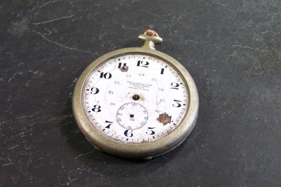 Welcome to my shop Lovely Keys that offers you :  A chronometer by Senn from Switzerland without hand nor watch glass The winder could be made of gold Engraving in the lid   <=¤=> DESCRIPTION <=¤=> Diameter : 1.7 Weight : 0.09 lb   <= ¤ => CONDITION VINTAGE <= ¤ =>  Condition : Please note that vintage item that you buy is not new and has already been used for several years so it can show some slight traces of such use. Patina wi...