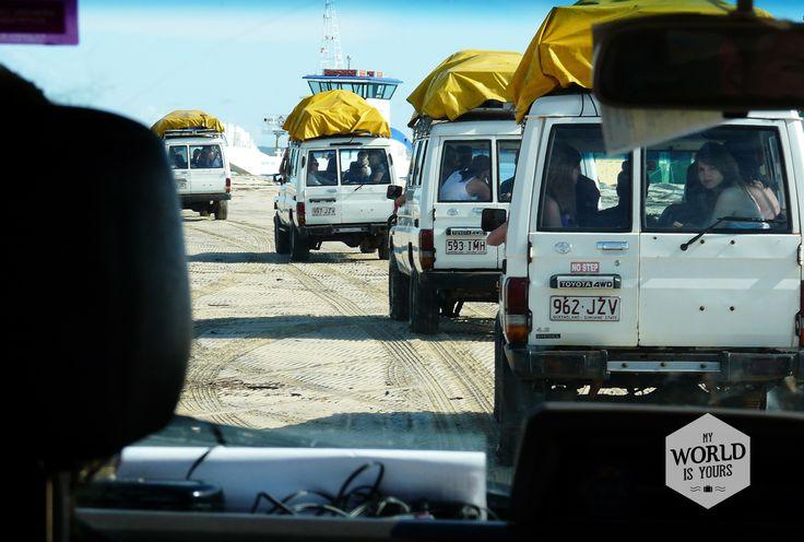 Je kunt Fraser Island op een rustige manier bezoeken door een privétrip voor nette volwassen mensen te boeken, of je gaat mee met de backpackers. Dat laatste betekent scheuren over het strand en feesten tot diep in de nacht. #FraserIsland #Australie #Australia Meer tips voor je bezoek aan Fraser Island op http://www.myworldisyours.nl/places/fraser-island