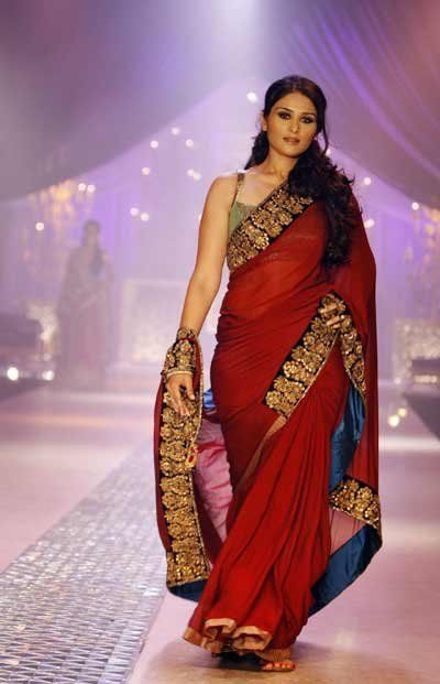 Manish Malhotra Latest Collection of Fancy and Embroidered Saree Designs for Women | StylesGap.com