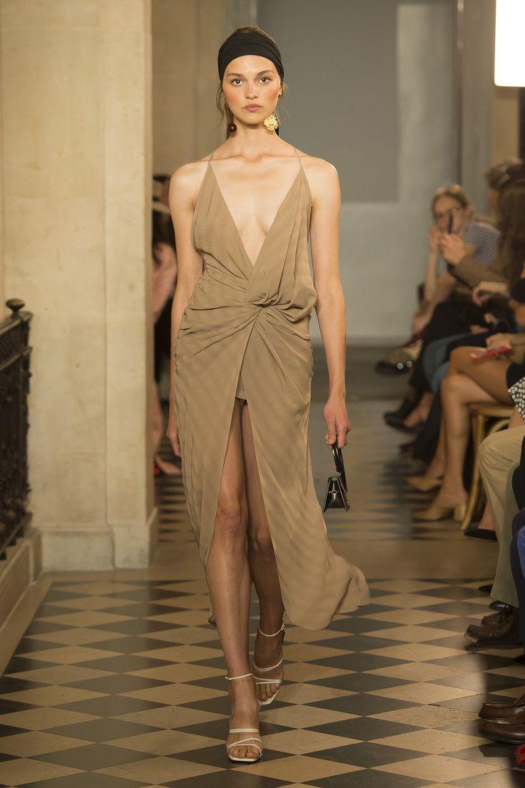 Jacquemus Spring 2018 Ready-to-Wear Fashion Show - Katrin Zakharova