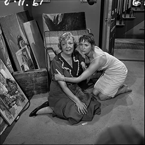Betty Garde And Lois Nettleton In The Twilight Zone 1959 Twilight Zone Episodes Twilight Zone Zone Tv