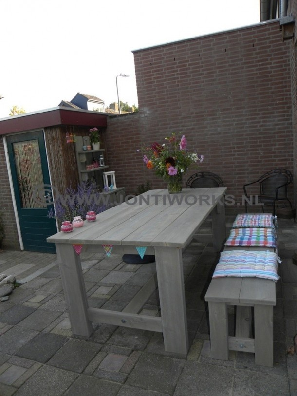 Tuinmeubelen van Steigerhout | Steigerhout tuintafel met bank model Eduard Strak design niet... Door JontiWorks