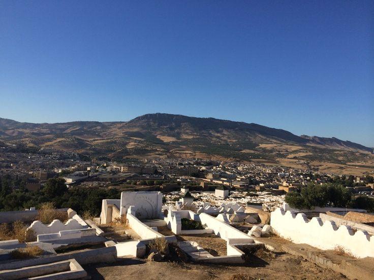 Les montagnes du paysage à Fès. Fès est la troisième plus grande ville du Maroc. La ville n'a pas beaucoup changé en 1000 années.