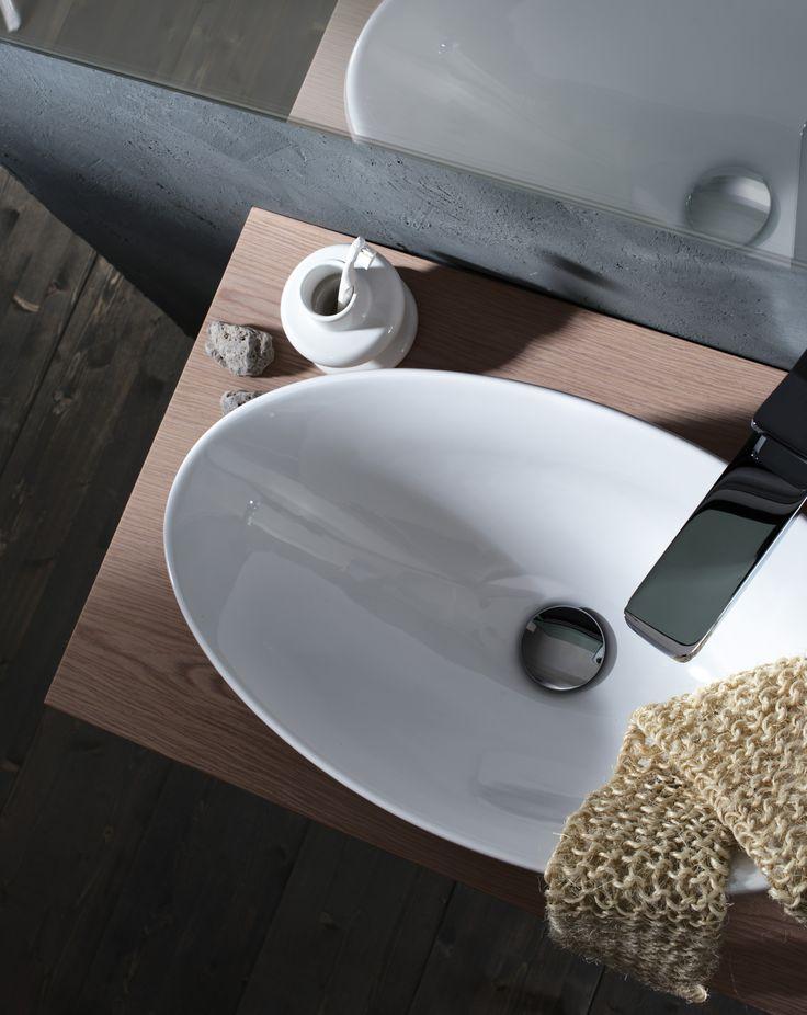#Valli #Arredobagno: Lavabo soprapiano di forma ovale in vitreous china.