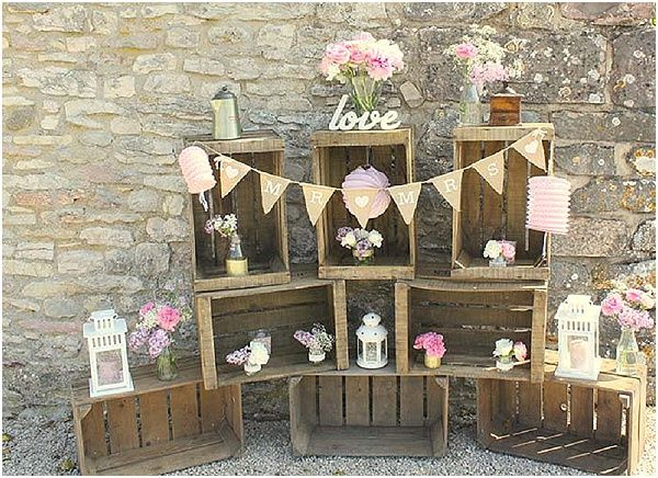 Shabby chic wedding display  | Image by Laurie Dilhan Photography | Read more http://www.frenchweddingstyle.com/shabby-chic-styled-shoot/