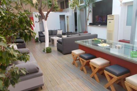 Δείτε αυτήν την υπέροχη καταχώρηση στην Airbnb: Interior garden house - Διαμερίσματα προς ενοικίαση στην/στο Athina