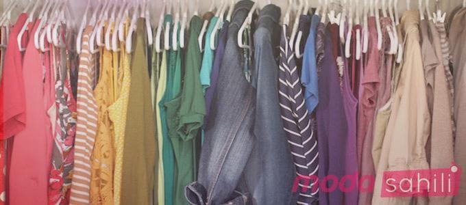 Dünya genelinde her yıl 28 milyon kıyafet farklı gerekçeler ile çöplere gidiyor. Hiç şüphesiz bizler de eski kıyafet gibi bir hale geldiğimiziçin bazı kıyafetlerimizi atıyoruz. Üstelik kimi kıyafetlerimiz ile duygusal bağ kurmuşken onlardan ayrılmak bizler