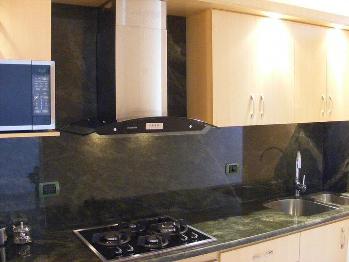 Hermosa cocina con tope de granito verde ubatuba - Cocinas con granito ...