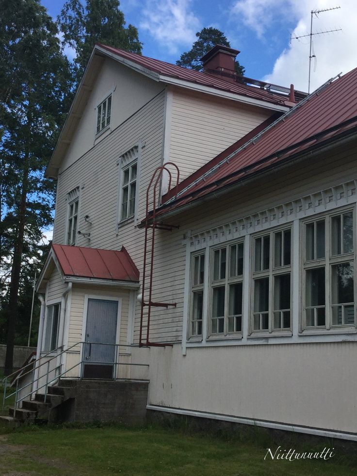 My first school from the back. My teacher lived in the second floor apartment and the school dentist worked on the first floor. Rajamäki, Finland.