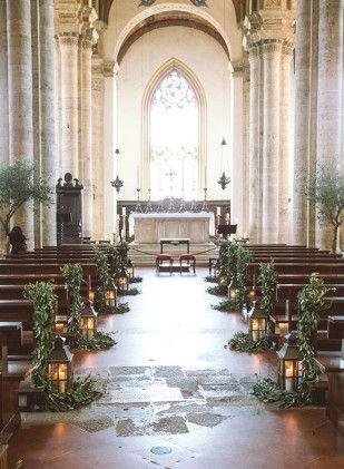 Lanternes dans l'allée - Comment decorer la ceremonie de votre mariage - La mariee aux pieds nus - Comment decorer la ceremonie de votre mariage - La mariee aux pieds nus