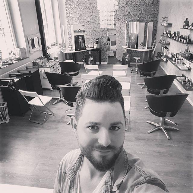 Further education today! @davinesdeutschland #salonkomplizen #friseur #reutlingen #tübingen #hairstylist #hairdresser #barber #davines #davinescolor #hairartists #barbers #hairstyling #haircut