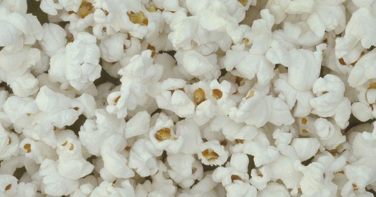 Puedes disfrutar de la comodidad de las palomitas en microondas sin los aromas artificiales utilizados en las marcas comerciales. La receta es simple y sólo toma unos minutos para ...