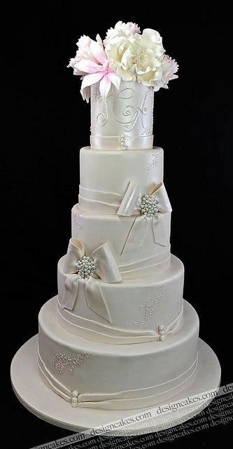 Designer wedding cake by Design Cakes, via Flickr