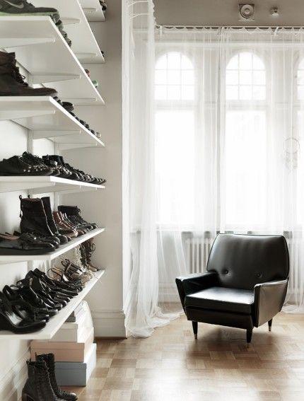 wall shoe display