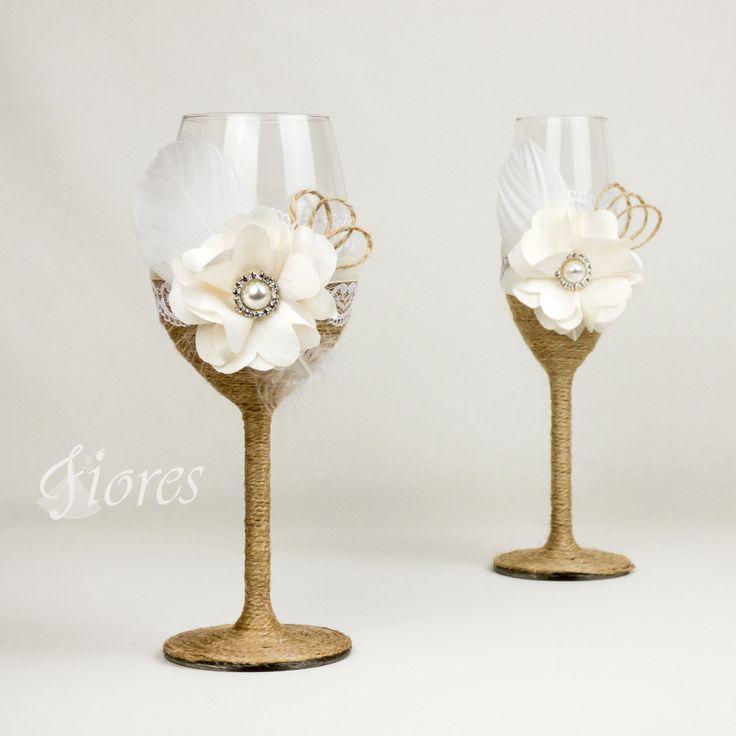 """Svadobné poháre """"Anjelská neha""""  jedinečná a my túžime, aby ste sa tak cítili v každej maličkosti. Vytvorili sme pre Vás tento svadobný pohár, ktorý nemusí zostať iba kusom skla, ale verte či nie dokáže o Vás veľa vypovedať."""