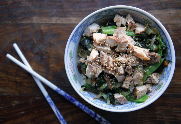 Салат с рисом, курицей и грибами