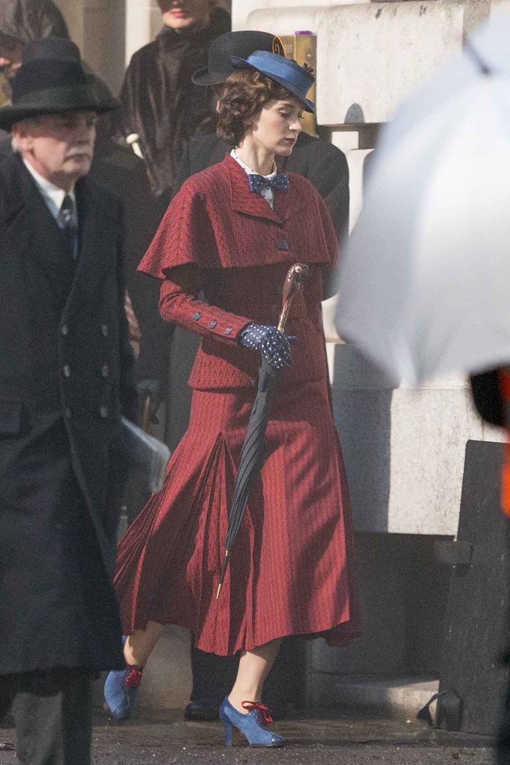 """Here is some more stills of Emily Blunt as #MaryPoppins in 'Mary Poppins Returns,' the new sequel to Disney's 1964 film 'Mary Poppins.'"""