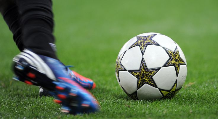 Voetbal. Op dit moment voetbal ik in een vriendenteam bij voetbalvereniging Z.O.B.