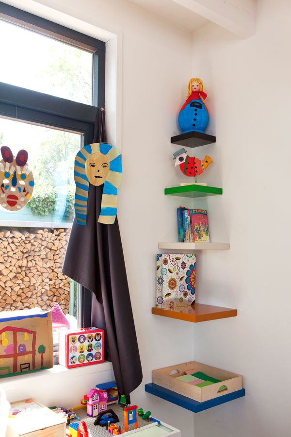 I designed this shelves on the wall in all fresh colours. jkf.nl