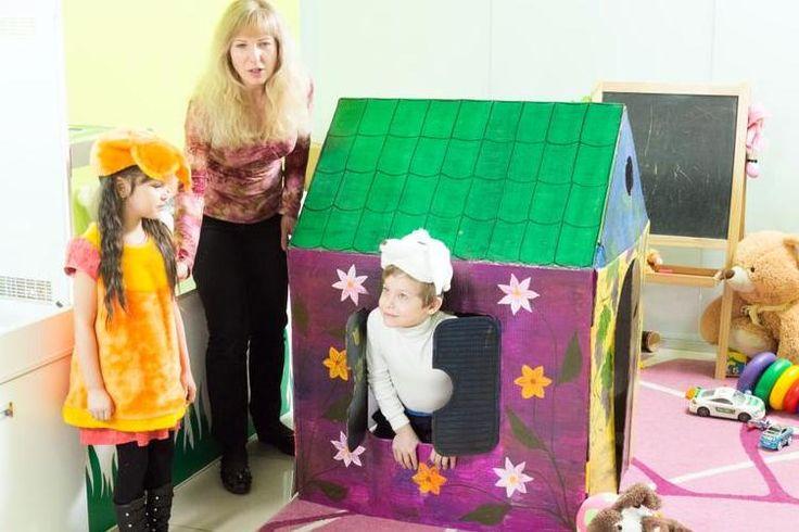 Домик из картона - забавный подарок. Детский праздник прошел на ура! Маленькие артисты быстро вошли в роль. Восторга у зрителей не было предела. Визги, смех и веселье - не скрываемые эмоции у юнных ребятишек. Аниматор Мария и дети Ярик и Гуля. Подарите своим детям дом картонный, не простой, Бандероль на день рожденья больше метра высотой! http://shopingplay.ru  #картонныедомики #домикизкартона #подарокребенку #развитиедетей  Приглашаем в группы, читайте новости, выигрывайте в конкурсах