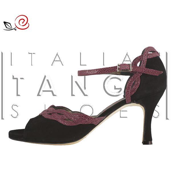 "Welcome to ""Maddalena""! Tango shoes for women with ornamental interlaced design  http://www.italiantangoshoes.com/shop/en/la-rosa-del-tango/308-maddalena.html"