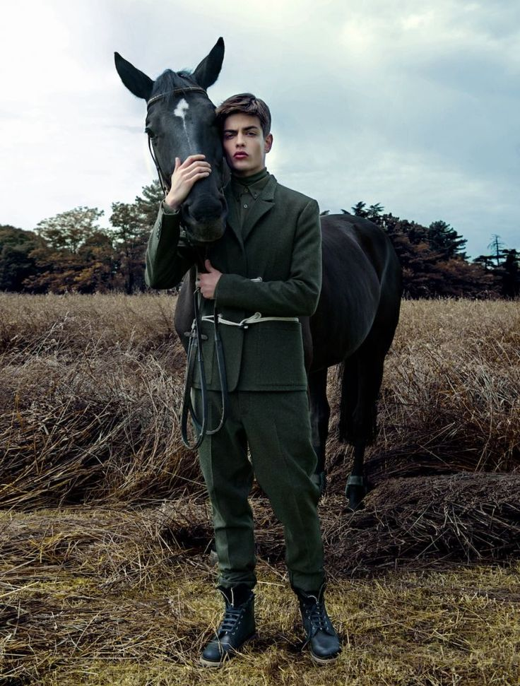 RULING CLASS    III ESSENTIAL HOMME  JULY 012 P/ ALEXANDER HABESLAND